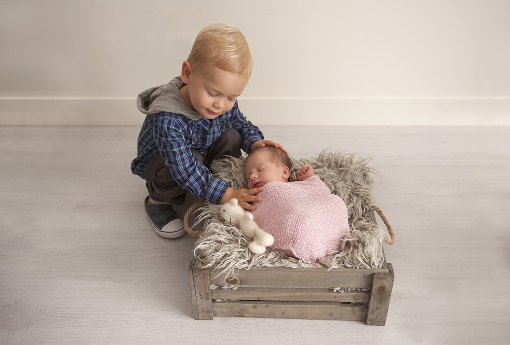 Cute sibling newborn photos brisbane